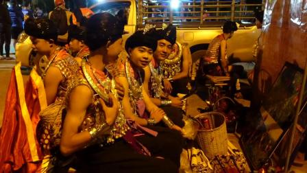 50年前中国人建立的泰国美斯乐,当年悲惨村庄,如今现状
