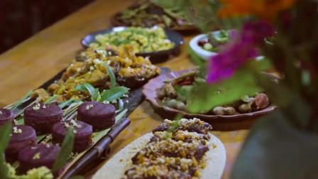 美食猎奇:李子柒亲自下厨制作苋菜鱼头汤,和工作人员共进晚餐