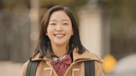 《鬼怪》:少女笑颜如花怦怦跳跳地跑来,鬼怪大叔看着那笑脸直发愣