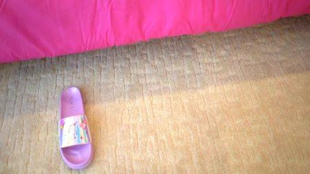 美国时尚儿童:小萝莉发现了什么好玩的呢,一起来看看吧
