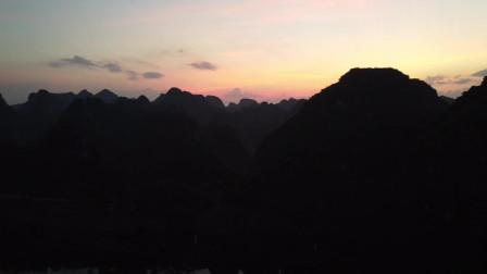 从四百米高空欣赏夕阳下的十万大山