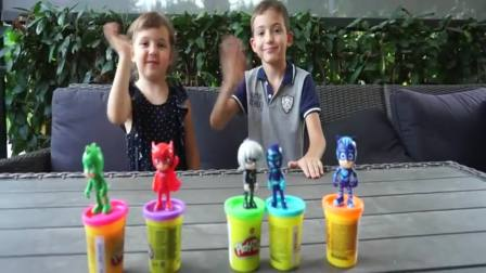 国外萌娃时尚:小可爱们唱歌玩玩具,真高兴