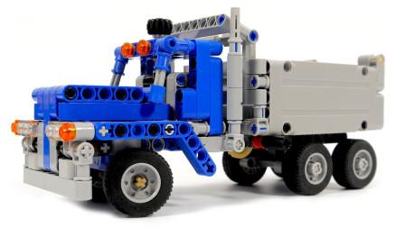 拼装越野车模型玩具