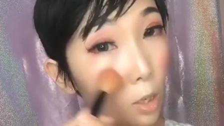 老妈同学聚会化个妆,化妆后吓一跳!老妈什么时候这么会化妆了?