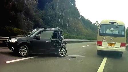 交通事故合集:小车雨天横穿马路,却高估了大货车的刹车距离