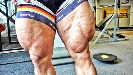 来自瑞典的巨腿魔王,股四头肌吓人,网友:能买到裤子吗?