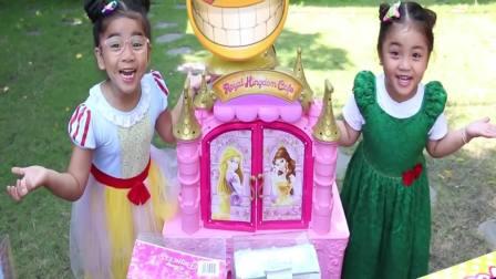 国外萌娃时尚:小姐妹两在玩什么,这么高兴