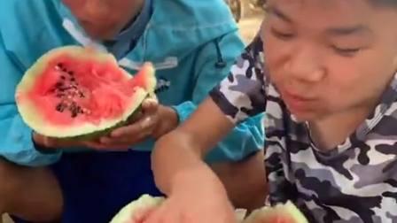 买到了一个坏的西瓜,就是再难吃也得咽下去!
