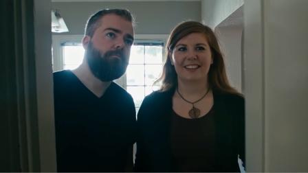 夫妻搬新家,发现壁橱能将东西不断翻倍,于是女子将老公关了进去