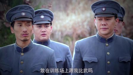 新兵与教官比赛大炮,一炮打歪刚要退学,教官却让他当炮兵副队长