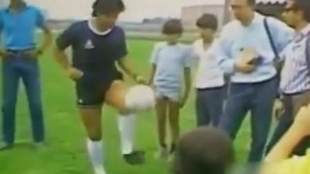 马拉多纳的左脚, 简直是花式足球了