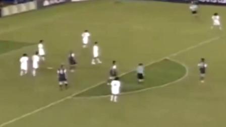 球王碰球王! 当梅西与马拉多纳同场竞技, 这画面简直完美!