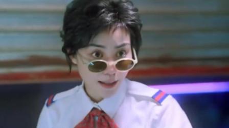 《重庆森林》:女店员变成大空姐,古灵精怪,警察一脸蒙圈