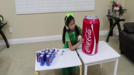 美国时尚儿童,小正太的可乐很受欢迎,高兴极了