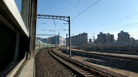 火车迷拍火车视频高清原创。京沪绿皮小票6452次(杨村~北京)限速通过北京南站。