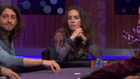 德州扑克:美女携老公同桌竞技,这个不算伙牌吗?