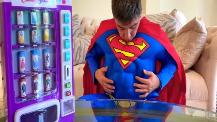 外国萌宝时尚,爸爸吃了糖果机的糖变成了超人,真厉害呀