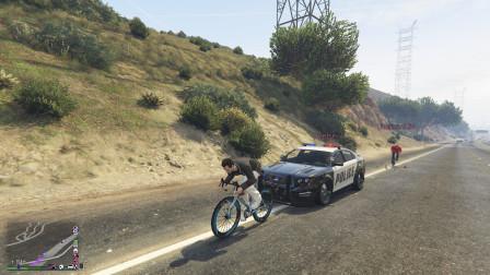 GTA5:玩家骑自行车环洛圣都,警车前后开道护送,也太壮观了!