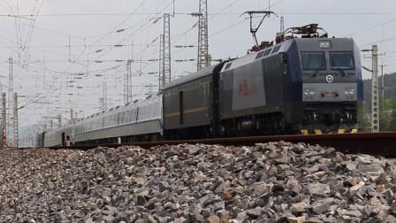 HXD1C6492牵引57509次南宁地铁5号线列车邕宁站接近