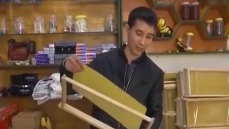 养蜂人回收蜂农手上废弃的蜂蜡回收再利用 制成巢脾进行售卖
