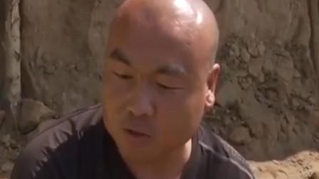 男子搜寻沙葱种植技术 掌握了温室反季节沙葱种植的关键技术
