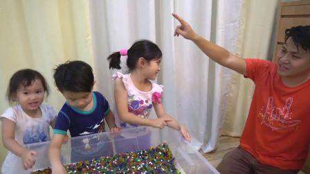 美国儿童时尚,小宝贝在玩水舞珠珠,快进来看看吧