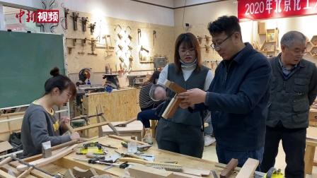中新网报道《半个木匠张均成:用工匠精神传承中国传统榫卯工艺》