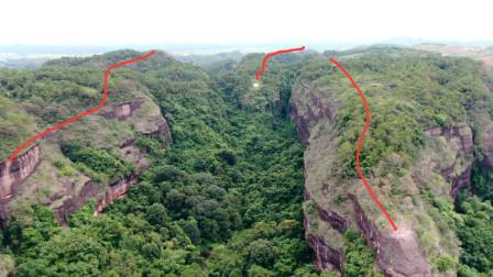 广西大山里的黄蛇出洞地,山下有个水塘常年不枯