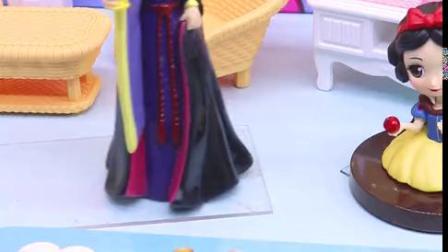 宝宝早教玩具:皇后偷拿走了一块拼图,白雪还能拼好吗?
