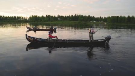 在拉普兰佩罗的托尼奥河上钓鲑鱼,追逐波罗的海鲑鱼