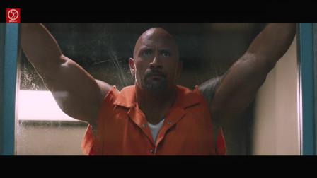 """巨石强森与杰森斯坦森打嘴仗, 贴身肉搏荷尔蒙爆棚,这才是真正的速度与""""肌""""情!"""