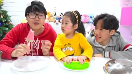 美国儿童时尚,小萝莉同小帅哥一起吃西瓜冰淇淋,看起来很好吃呀