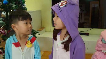 美国儿童时尚,小宝贝装扮成圣诞老人,真有趣啊