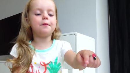 美国儿童时尚,小宝贝自己在家打扮,真高兴啊