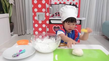 国外儿童时尚,萌娃变身小厨神,太厉害了