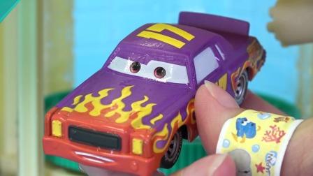儿童玩具小汽车在重新安装