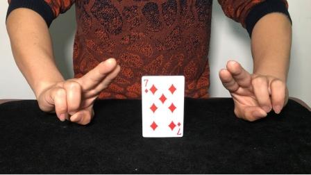 不借助任何东西,如何才能让扑克牌站立起来?学会后骗朋友玩玩