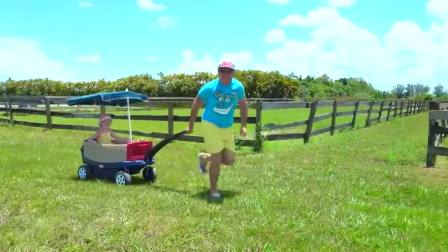 美国儿童时尚,小仙女同宝爸在草坪上玩,看起来非常有趣啊