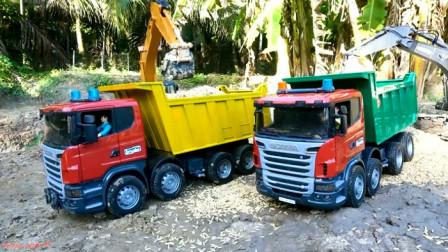 挖掘机与传送器一起合作把稻谷装到货车上 创意玩具