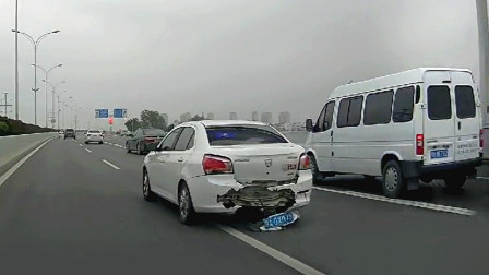 交通事故合集:大马路上超速行驶,ESP也爱莫能助