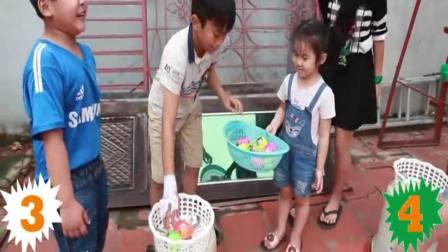 国外萌宝时尚:小女孩和小正太玩游戏比赛,非常开心