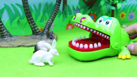 亲子早教宝宝玩具,贝儿公主来救它们,还给了鳄鱼很多好吃的