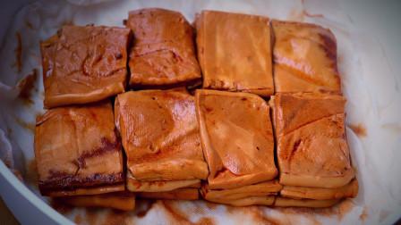 豆腐最近火了,水里一泡,教你做五香豆干,比买的还香,炒菜特香