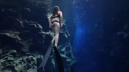 自由潜水,感受美女的魔鬼身材