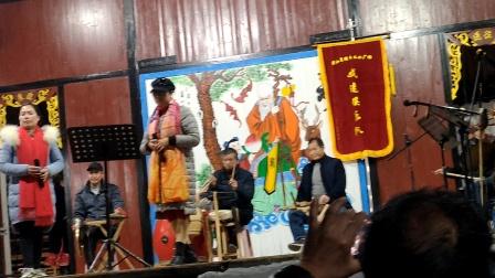 浦江周日文化广场娱乐队陈芳何美英在上山遗址村演唱《十里长亭》