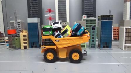 儿童玩具翻斗车送来了很多小汽车