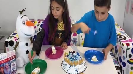 国外萌宝时尚,和姐姐一起吃蛋糕,快来看看吧