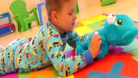 国外儿童时尚:小男孩在家里找拼图,好厉害啊