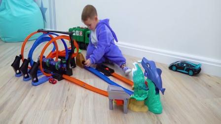 国外儿童时尚:小男孩在玩什么玩具呢,太好玩了