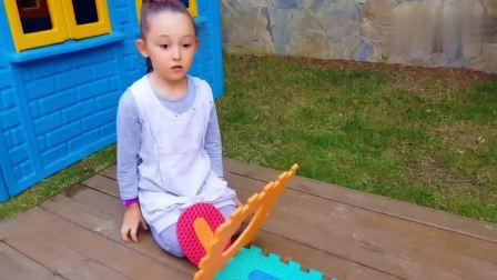 外国萌宝时尚,外国小萝莉和宝爸彩色地垫搭建房子,真的太棒